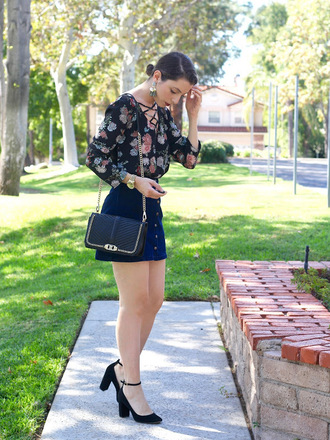 cost with me blogger top skirt bag shoes pumps mini skirt shoulder bag fall outfits
