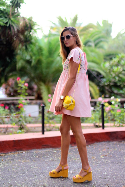 marilyn'scloset blogger dress bag sunglasses shoes jewels sandals yellow shoes yellow bag pink dress mini dress summer outfits