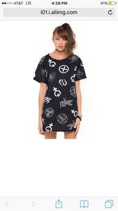 dress,t-shirt dress,black and white