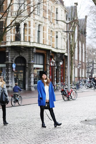 dulceida blogger blue coat fur hat black fur hat black hat coat sweater white sweater turtleneck turtleneck sweater leggings black leggings shoes black shoes
