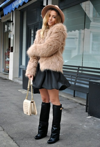 let's talk about fashion ! blogger hat fluffy black skirt black boots