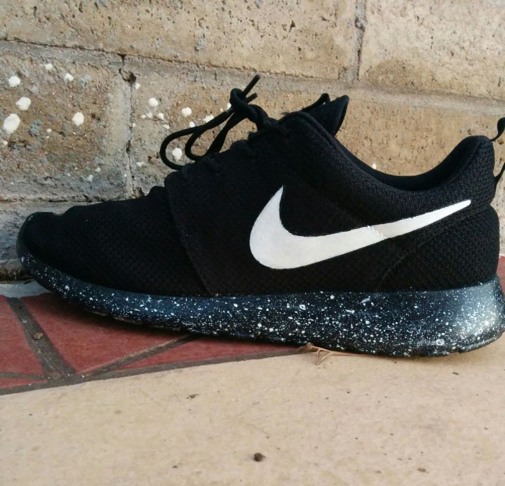 nike roshe run trainers black sole and white logo