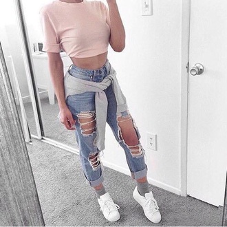 t-shirt pink jeans demin light blue demin ripped jeans pastel pastel pink grey white crop tops cropped coat trench coat high waisted jeans boyfriend jeans