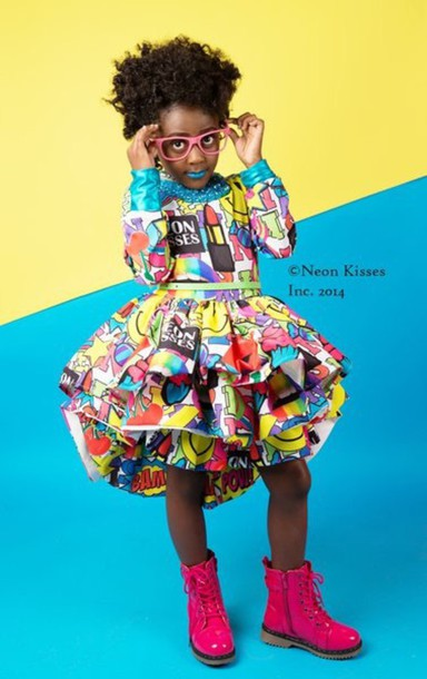 dress kisses pop art