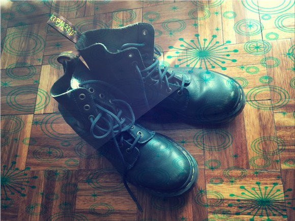 green doc mar leather boots leather green boots vintage boots old school retro dr.martens DrMartens