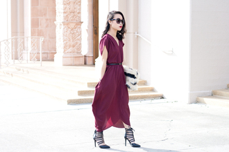 it's not her it's me blogger strappy sandals chiffon dress dress shoes bag jewels sunglasses