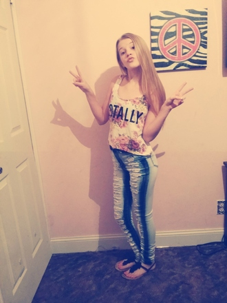 jeans rue21 high waisted jeans crop tops blonde girl peace sign totally floral tank top ripped jeans