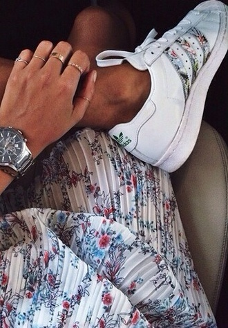 shoes adidas lovely gorgeous vool heart tip cool tanned girl girly nive nice iphone dress dress & shoes summer outfits floral dress
