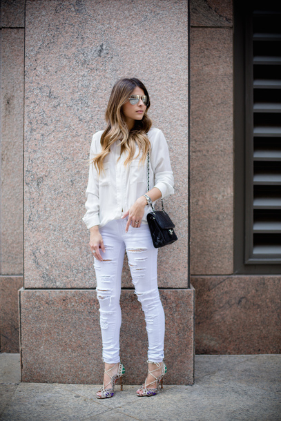 jeans white shirt distressed white jeans sunglasses black purse white heels blogger