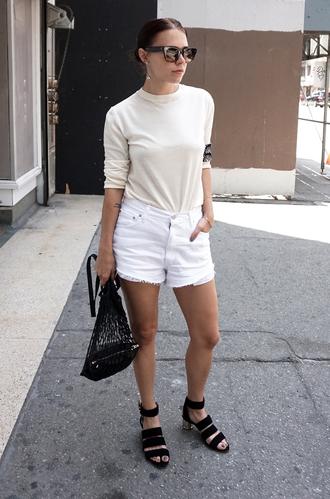 always judging blogger white shorts black bag black sandals beige sweater off-white sweater fine knit jumper cat eye denim shorts frayed denim