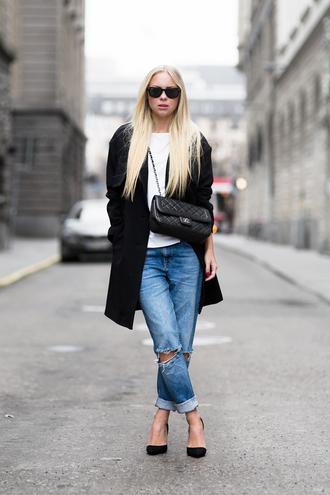 victoria tornegren blogger ripped jeans black coat white t-shirt