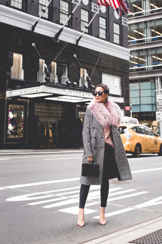 wendy's lookbook blogger top coat sweater jeans bag winter outfits pumps fur collar coat grey coat