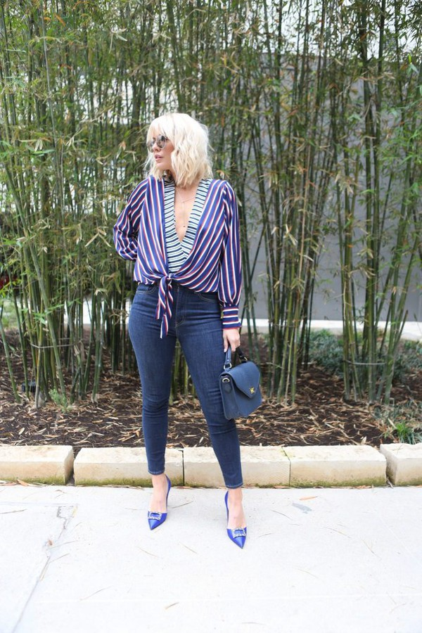 the courtney kerr blogger top jeans shoes bag sunglasses jewels pumps high heel pumps skinny jeans blue bag spring outfits