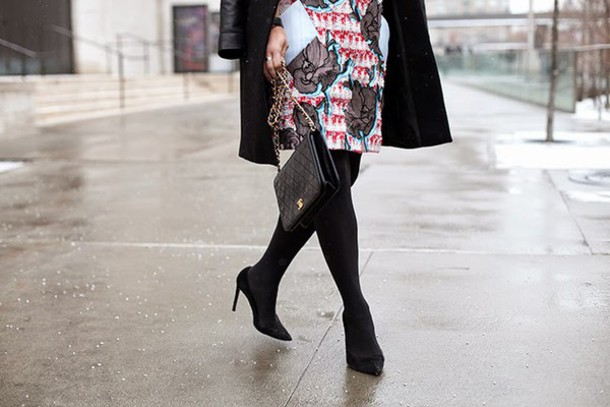 this time tomorrow blogger floral dress black heels chanel bag