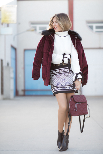 mi aventura con la moda blogger skirt sweater coat shoes bag fall outfits puffer jacket ankle boots white sweater bell sleeve sweater backpack mini skirt