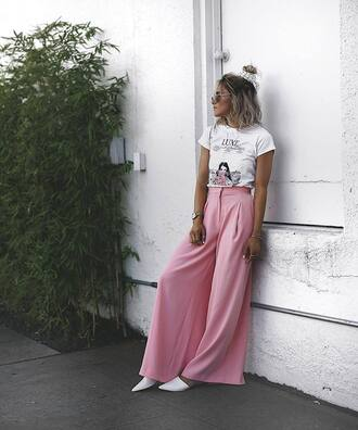t-shirt tumblr white t-shirt pants pink pants wide-leg pants shorts flats white shoes shoes