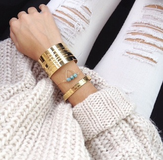 jewels bracelets gold cute jewel cute jewels cute jewlery sweater pullover beige ecru jeans white white jeans denim oversized oversized sweater cardigan destroyed skinny jeans white pants skinny pants gold bracelet turquoise jewelry all white everything gold jewelry