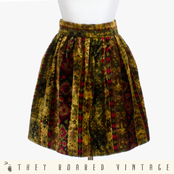 70s Vintage Skirt Tapestry Velvet Chenille par TheyRoaredVintage