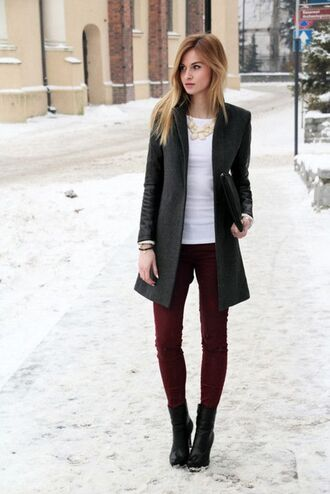 coat jeans top black coat white top red jeans
