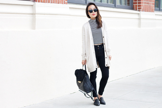 it's not her it's me blogger t-shirt cardigan jeans shoes