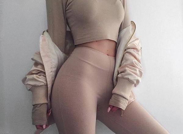 nude girl in legging