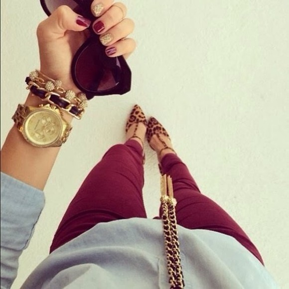 casual burgundy fall outfits winter outfits dark neutral colors neutral purple dressy jeans red shoes jewels gold bracelet