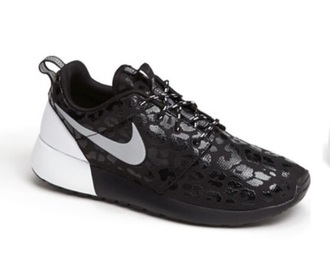 shoes black nike sneakers nike roshe runs