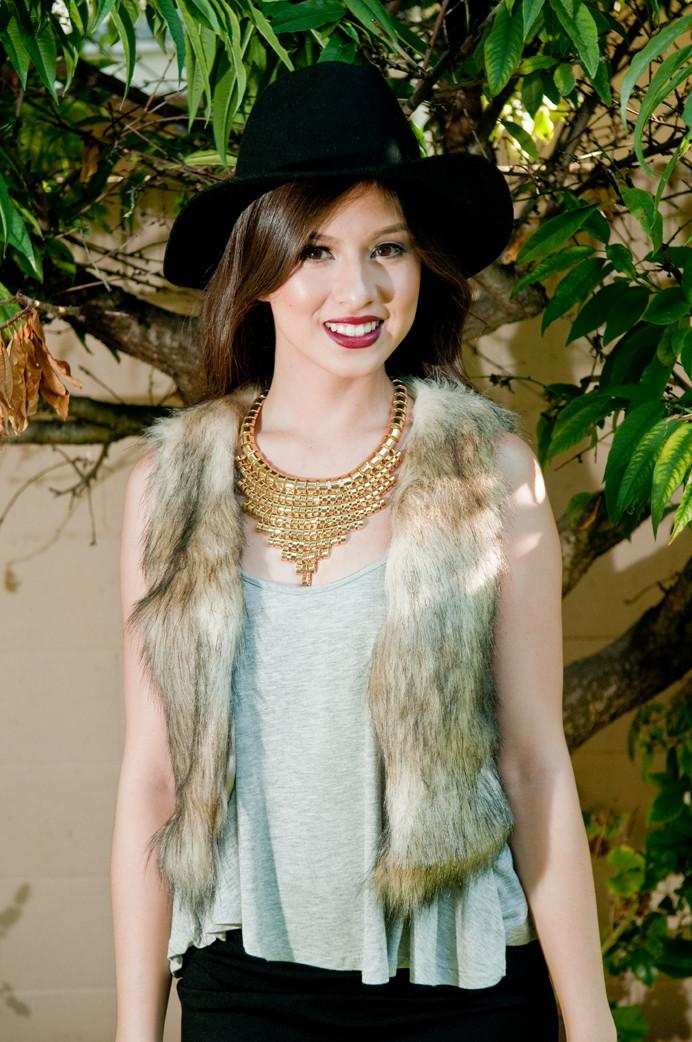 Creamy faux fur vest – gold soul