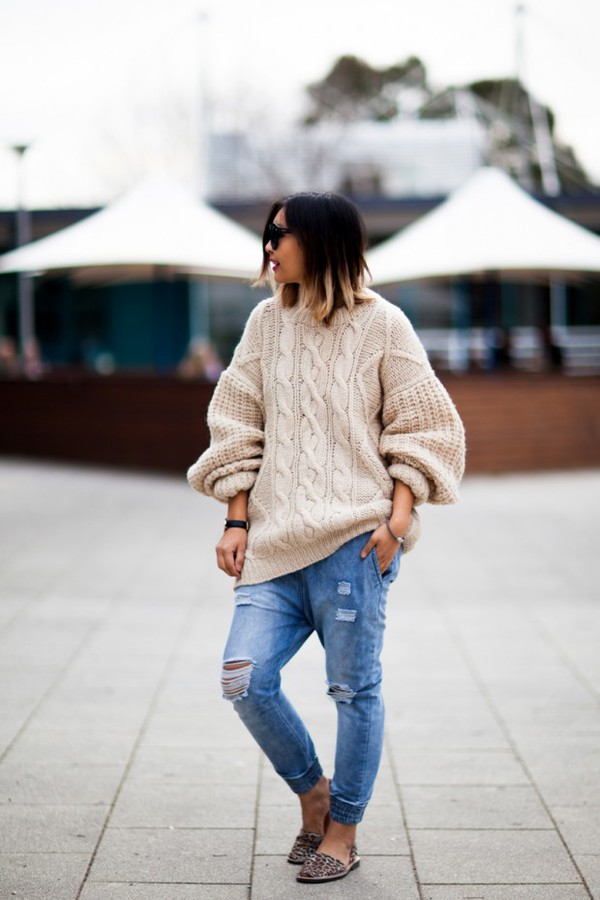 closet voyage blogger jeans leopard printed ballerinas oversized sweater knitted sweater knitwear cable knit beige sweater ripped jeans mules fall outfits