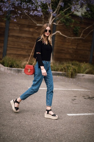 bag blogger blogger style mom jeans sandals embroidered top sunglasses tumblr bag crossbody bag minibag wedges platform sandals