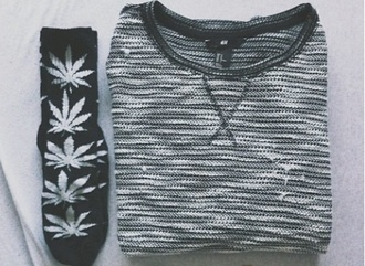 shoes dark clothes sweater knitted sweater snowflake socks black and white tumblr outfit