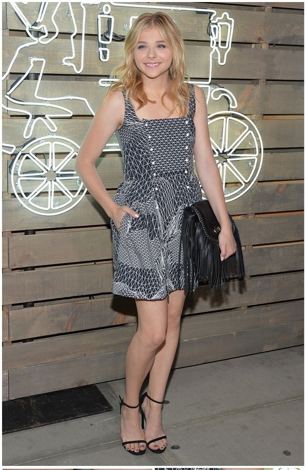 dress chloe grace moretz shoes