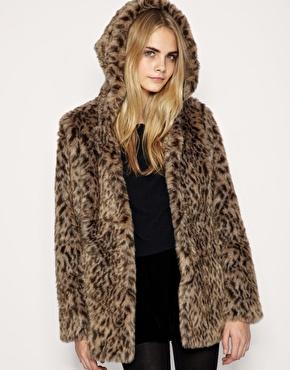 Manteau en fausse fourrure lã©opard avec capuche chez asos