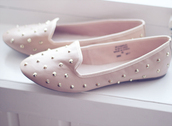 shoes,pink,pink shoes,studs,studded,pastel,baby pink,ballet flats,red or gold