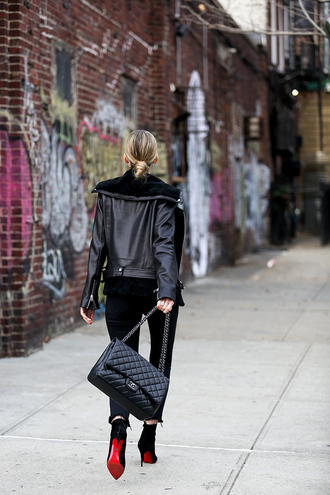 jacket tumblr black jacket black leather jacket leather jacket bag black bag chain bag jeans black jeans boots black boots ankle boots high heels boots all black everything
