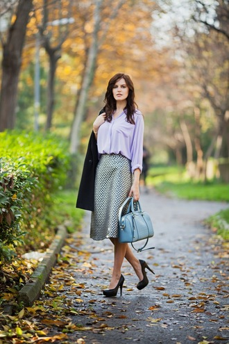 the bow-tie blogger shirt midi skirt lilac handbag light blue