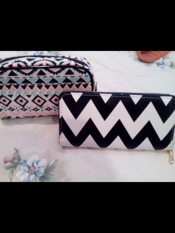 bag pattern nice lovely girly wallet make up acessory makeup bag make-up acessories zigzag print tribal pattern pouch money coin pouch