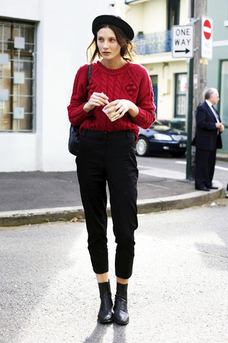 le fashion image blogger hat red sweater winter sweater cropped pants black pants red cable knit sweater sweater black hat capri pants boots black boots ankle boots
