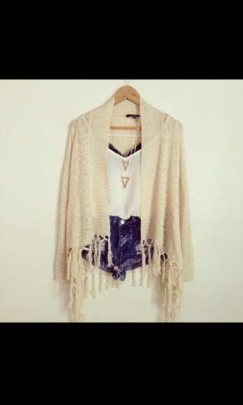 kimono cardigan jeans nude t-shirt hotpan necklace