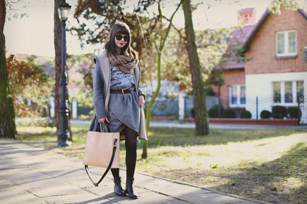 kapuczina blogger coat blouse belt skirt bag shoes sunglasses