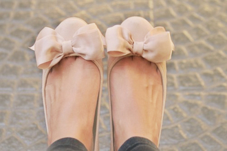shoes flats bows cute bow bowflats nude nudeflats nude shoes pink ribbon ballet flats bow flats ballerine pretty pink bow