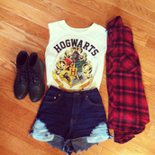 t-shirt,shoes,outfit,vintage,blouse,nastygal,shirt,hogwarts,harry potter,white,white shirt,white hogwarts shirt,shorts,muscle tee,white t-shirt,cool shirts,bad girls club,red,denim shorts,tank top,top,♥,harry potter tank top,movie,cool,colorful,brand,frayed,grunge,babe,fashion,teenagers,leggings