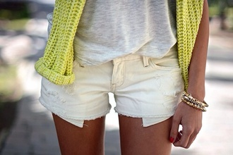 shorts white shorts white yellow grey t-shirt knitsweater sweater top t-shirt