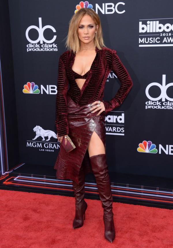 shoes burgundy burgundy shoes jennifer lopez skirt top blouse celebrity red carpet bra billboard music awards