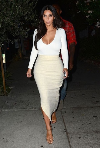 kim kardashian white t-shirt white crop tops white top cream slit skirt date outfit