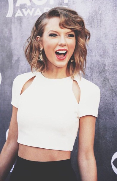 Celebrity Style Girl Shirts White Crop Tops Hairstyles Short