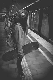 hat,beanie,sweatshirt,hipster,burton,cap,black and white,blue,red,retro,swag,live,beautiful,boy,sun,summer,winter outfits,skateboard,sweet,bag,backbag