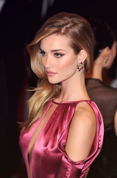 blouse cut out shoulder long hair hair/makeup inspo dress gorgeous silk pink dress cleavage dress vouge jewels gold ruby jewelry rosie huntington-whiteley