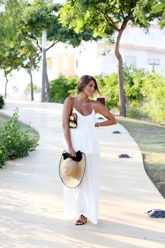 bag shoes dress hat seams for a desire