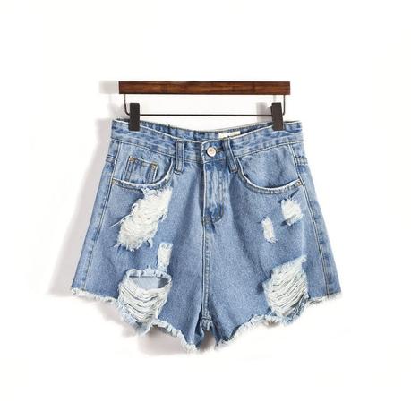 Ripped light denim shorts / back order – holypink